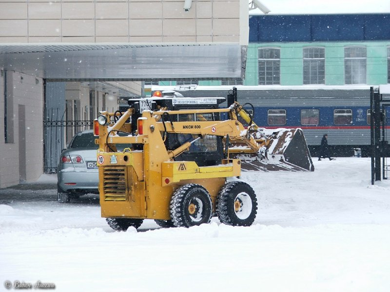 Снежные заносы - испытание для ЖКХ
