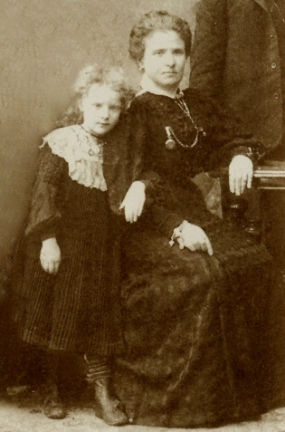 Беллочка с матерью