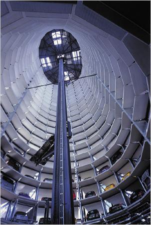 Фантастическая парковка-небоскреб
