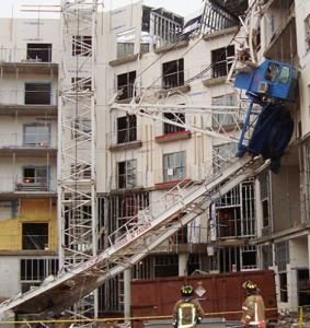 В Ростове рухнул башенный кран