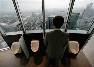 Туалет в нью-йоркском небоскребе.