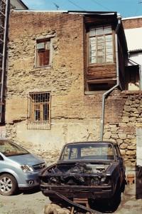 Аварийный сосед и старый драндулет.