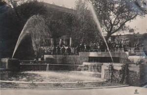 Открытка 1934 года. Фонтан в западном портале городского сада Ростова.