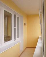 Остекленный балкон сберегает тепло.