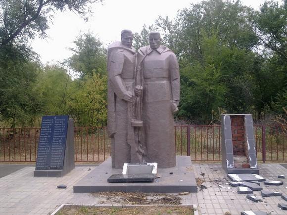 Монумент героям.