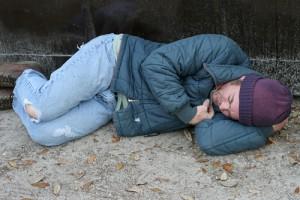 Бездомный на улице.