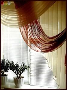 """Оригинальный """"шарфик"""" на кухонном окне."""