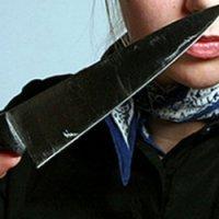 C ножом наперевес.