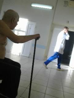 В больничном коридоре