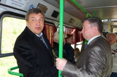 Чиновники в автобусе.