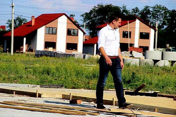 В «Изумрудном» не только продается готовое жилье от застройщика, но и  форсируются продажи земельных участков с сетями.