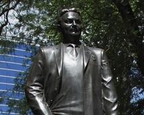 Памятник Ивану Бондаренко. Скульптор Анатолий Скнарин.