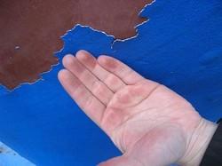 Шелушение краски из-за нарушений технологии