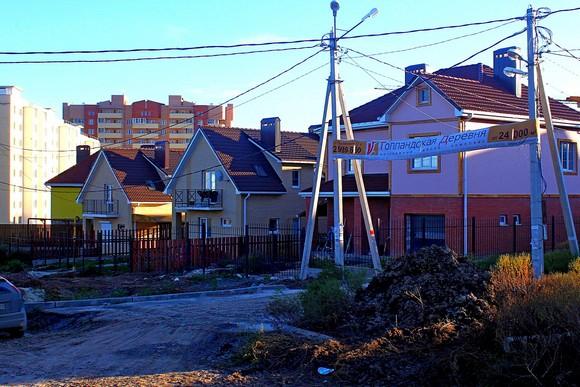 Некоторые застройщики «севернее Орбитальной» стали позиционировать свою недвижимость как коттеджные поселки, не имеющую к таковым никакого отношения.