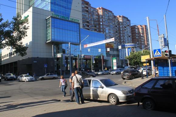 Нижние этажи МКД часто становятся офисами или магазинами.