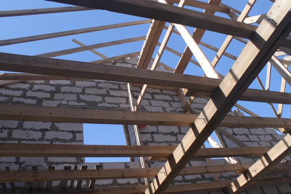 Предлагаемые новоселам стометровые двухуровневые квартиры в Батайске стоят менее миллиона рублей.