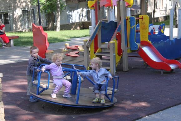 Детская площадка в доме РСУ-58