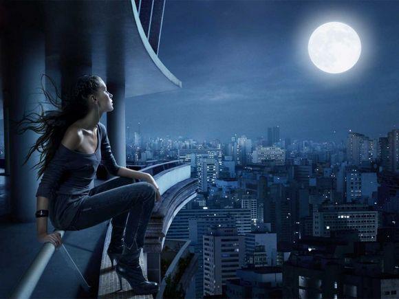 Лунный пейзаж из окна.