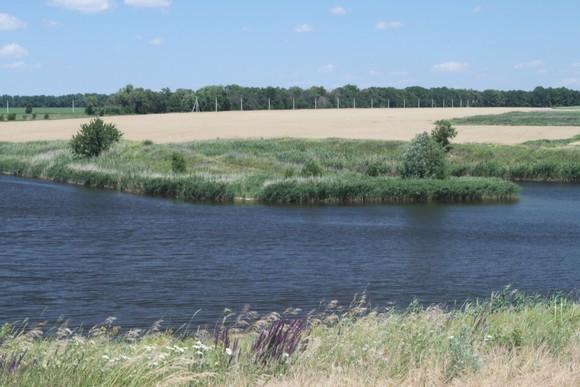 Озеро дало название будущему поселку.