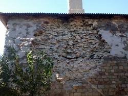 Стена МКД обвалилась.