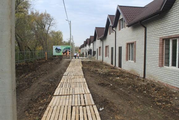 Дорога в поселке.