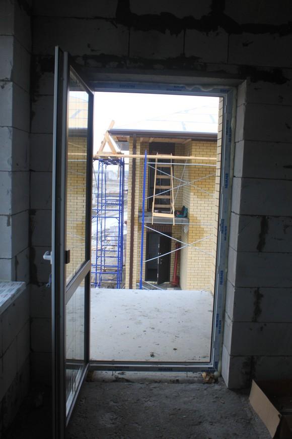 Проект коттеджей предусматривает балконы.