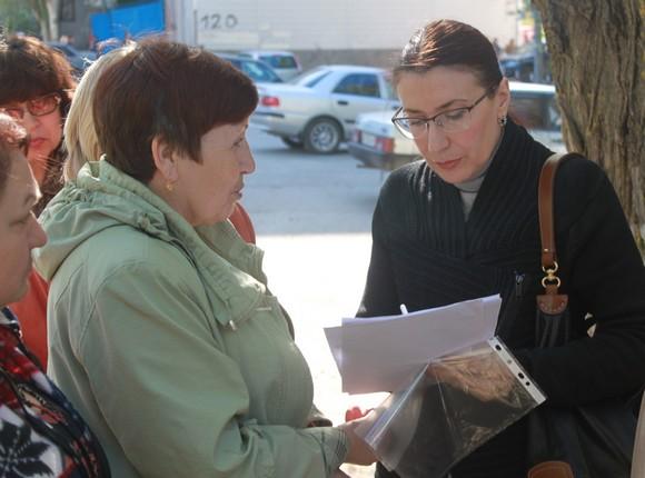 Директор управляющей компании Ирина Трухлова, отчитываясь перед собственниками жилья о проделанной работе, выслушивала каждого отдельно взятого жильца.