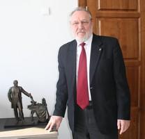 Анатолий Скнарин и новый памятник.