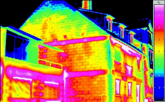 Потери энергии в жилом доме глазами тепловизора.