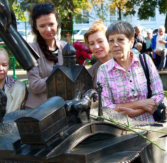 При этом «лошадки» Анатолия Скнарина заинтересовали не только детей, но и взрослых.