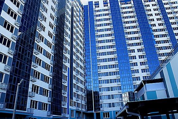 ЖК «Гвардейский»: панорамное остекление лоджий, энергосберегающие окна и вентилируемый фасад.