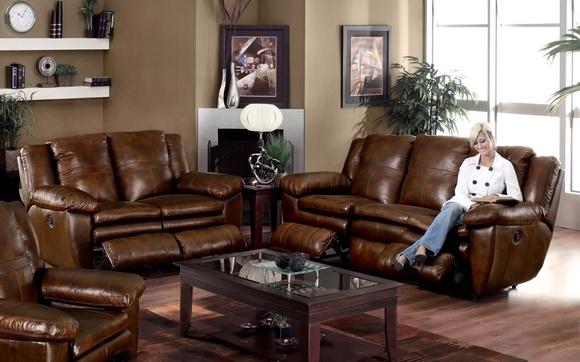 Кожаный диван для любителей роскоши.