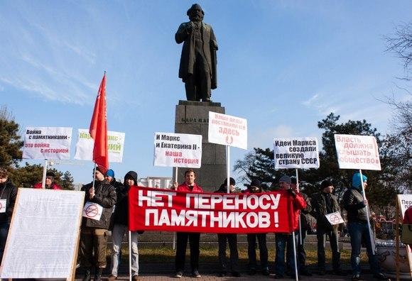 Пикет против переноса памятника в Ростове-на-Дону.