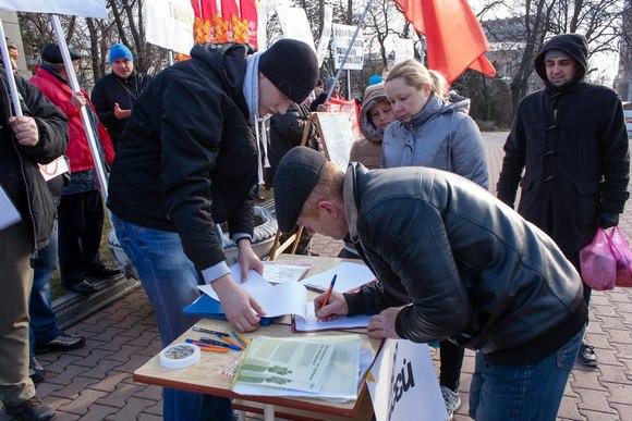 Ростовчане подписываются за Маркса.