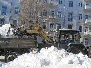 Ростовский водоканал чистит снег.