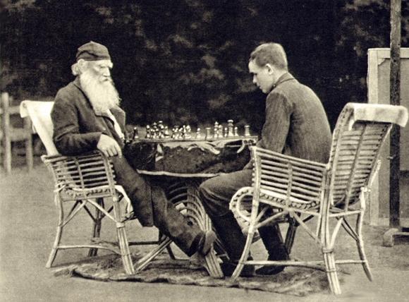 В Ясной поляне трудно не вспомнить Льва Толстого.