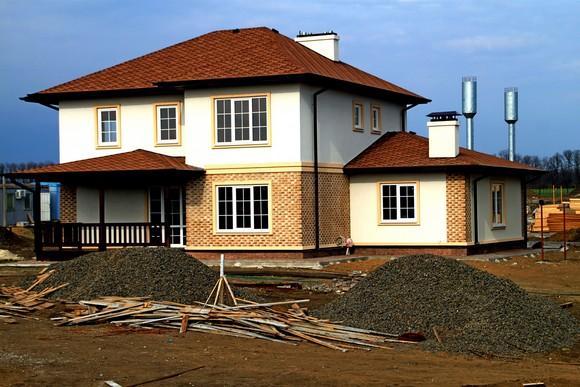 Дома в Ясной поляне высоки и просторны