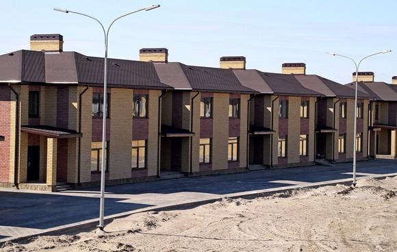 Многоквартирные дома на Азовской напоминают индивидуальное жилье.