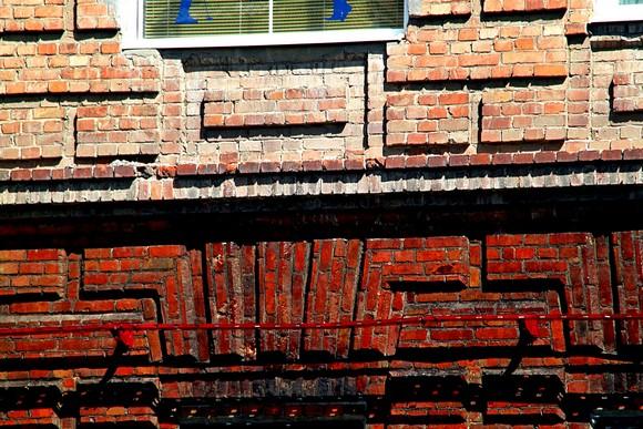 Пример культурной небюджетной реконструкции фасадов с использованием гидроочистки.