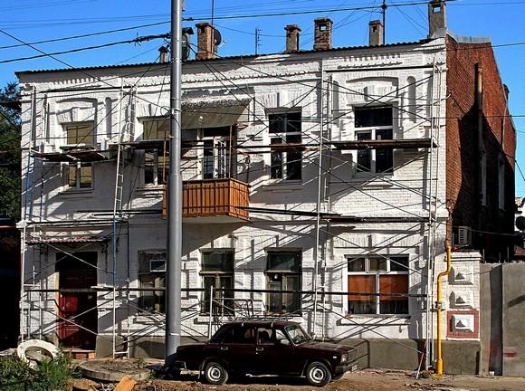 Здание на Московской-Братском. Арцыбашев считает, что показать зарубежным гостям дом  такой фасад не стыдно?