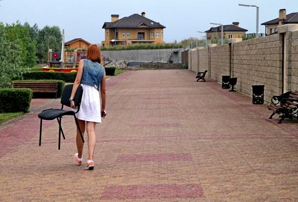 Наглядный пример создаваемой застройщиками архитектурной среды. Купив дом в «Старочеркасской Ривьере», клиент становится и собственником набережной, протяженность которой по завершении проекта составит около полутора километров.