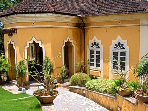 Индийский дом со двором.