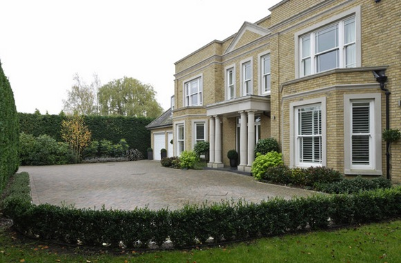 Красивый минималистичный английский дом.