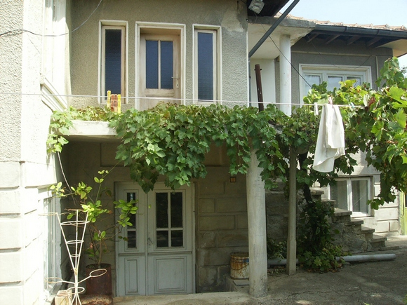 Болгарский дом с верандой.