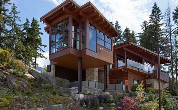 Канадский дом в горах типа шале.