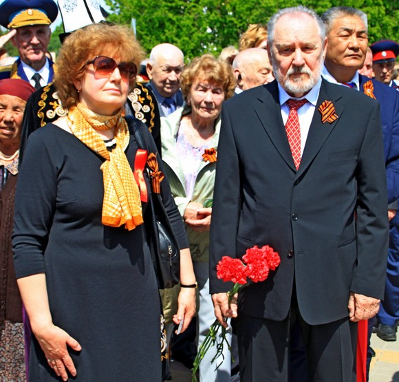 Скульптор Анатолий Скнарин с супругой.