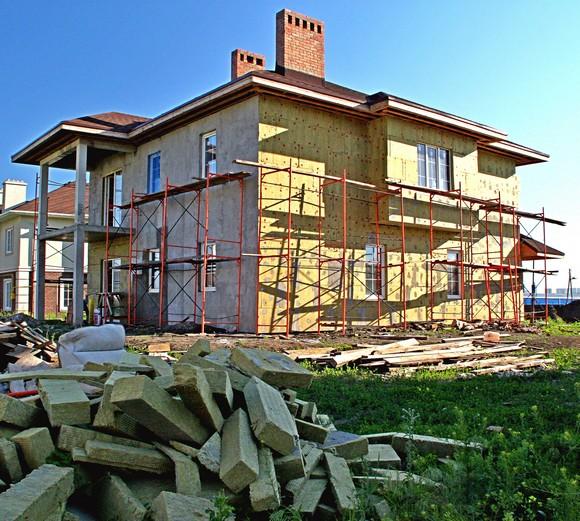 Кирпичные дома в поселке будут иметь такой же архитектурный облик, как и канадские. Жилье отделывают утеплителем, а затем облицовывают клинкерной плиткой.