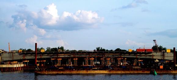 Кусок Ворошиловского моста крупным планом