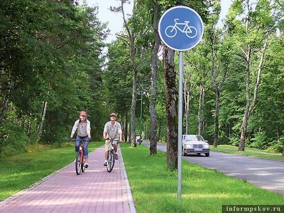 Тула: один из самых безопасных вариантов: здесь четко разделены зоны автомобилей, велосипедов и пешеходов.