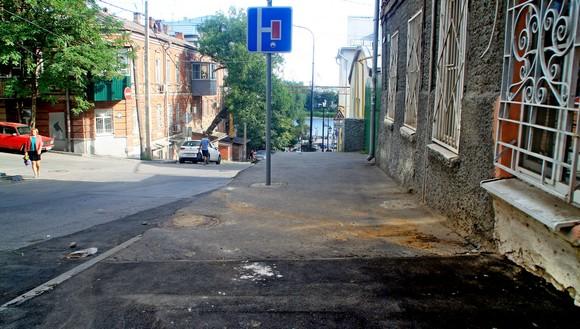 Пройдя по Соборному всего один квартал, от ул. Тургеневской до Баумана, я повернулся на 180 градусов, решив полюбоваться видом на Задонье.